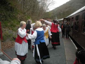 MFDS dance by the Gwili Railway May 2013